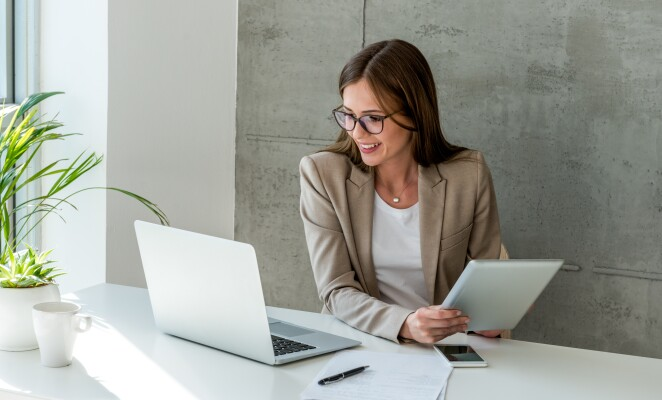 woman-at-desk-using-tablet