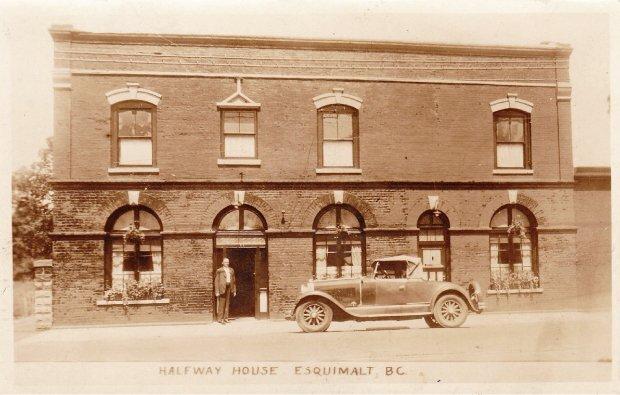 sepia-old-photo-brick-building-car