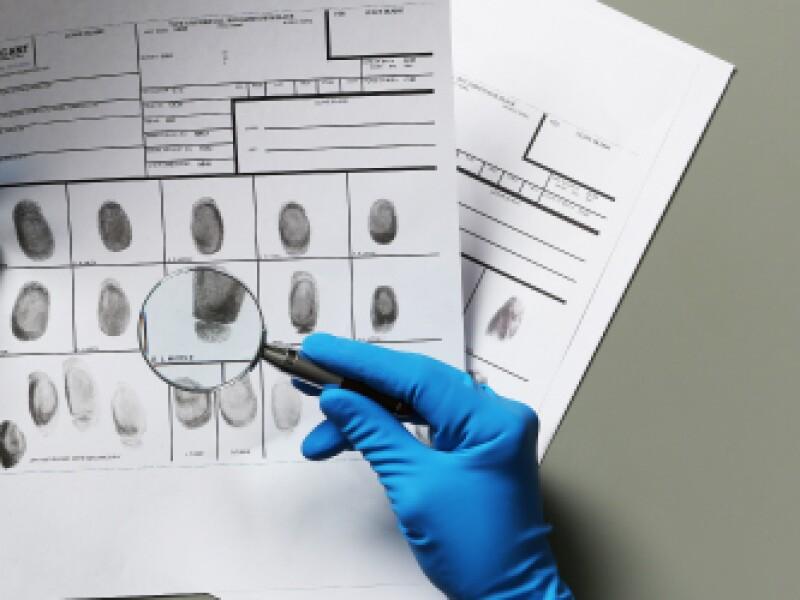 fingerprinting-magnifying-glass-hands-in-blue-gloves